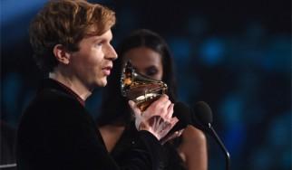 O Beck έκανε την έκπληξη στα Grammy