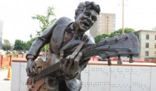 Έγινε άγαλμα ο Chuck Berry