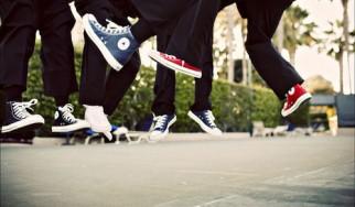 Δείτε τα παπούτσια All-Star που σχεδίασαν οι Bon Iver, Black Keys, Linkin Park, Tame Impala, The National, Foals κ.ά.