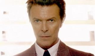 Ο David Bowie εύχεται «Χρόνια Πολλά» υποδυόμενος τον Elvis Presley