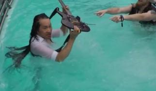 Υποβρύχιο solo από τον Herman Li των Dragonforce (video)