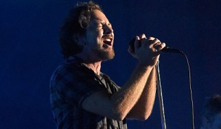 """Δείτε τους Pearl Jam να διασκευάζουν για πρώτη φορά το """"Comfortably Numb"""""""