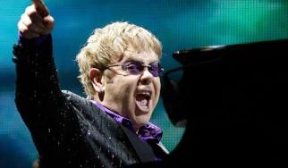 Στο χειρουργείο ο Elton John