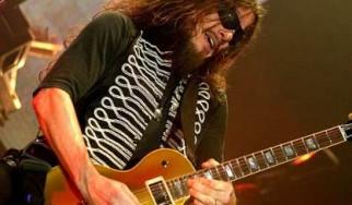 Ανακοίνωση των Guns N' Roses σχετικά με τον κιθαρίστα της μπάντας, Robin Finck