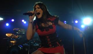 Η Floor Jansen μαθαίνει φινλανδικά για να ...δεθεί περισσότερο με τα μέλη των Nightwish