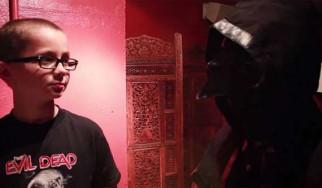 9-χρονο παιδί παίρνει συνέντευξη από τον Nameless Ghoul των Ghost (video)