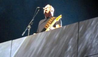 """Στο Λονδίνο τελικά έκανε τη guest εμφάνισή του ο David Gilmour για το """"The Wall Live"""". Μαζί και ο Nick Mason στη σκηνή!"""