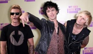 """Ακυρώνονται όλες οι προγραμματισμένες συναυλίες των Green Day μέχρι το 2013 - Αλλάζει η ημερομηνία κυκλοφορίας του """"¡Tre!"""""""