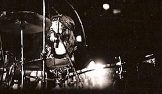 Δείτε τους drummers των Iron Maiden, Slayer, Anthrax, (πρώην) Dream Theater να αποδίδουν φόρο τιμής στον John Bonham