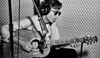 Στα 300.000 δολάρια αναμένεται να πουληθεί σπάνια κιθάρα των Beatles