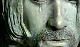 Μυστήριο άγαλμα που κλαίει στην επίσημη ημέρα Kurt Cobain στο Aberdeen της Washington