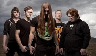 Τραγουδιστής χριστιανικής metalcore μπάντας κατηγορείται ότι «έριχνε στο κρεβάτι» ανήλικες fan