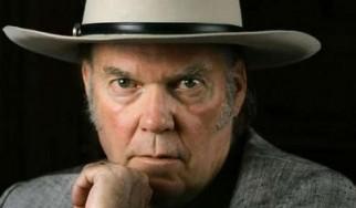 Φωτιά καταστρέφει την αποθήκη του Neil Young