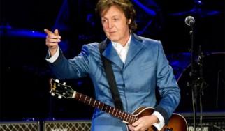 Ο Paul McCartney άφησε πένα στον τάφο του Elvis Presley