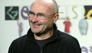 Phil Collins: «Παραλίγο να πεθάνω από το ποτό»