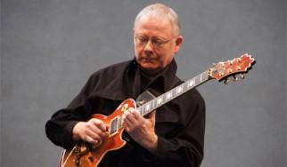 Robert Fripp (King Crimson): «Η συνεργασία με τον Brian Eno και τον David Bowie είχε πολύ γέλιο»