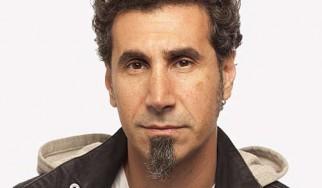 Serj Tankian: «Ο κόσμος στις Η.Π.Α. δεν διαβάζει, γι' αυτό εξέλεξε τον George Bush»