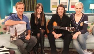 """Ο Steve Hackett των Genesis ερμηνεύει ζωντανά τραγούδια από το """"Genesis Revisited II"""" σε τηλεοπτική εκπομπή"""