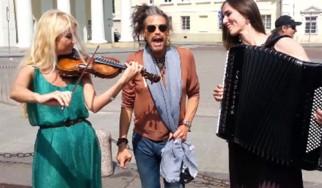 Ο Steven Tyler (Aerosmith) έγινε ...ρεζίλι στην Λιθουανία