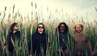 Τα πρώην μέλη των Kyuss μετονομάστηκαν σε Vista Chino επειδή δεν είχαν τα λεφτά να διεκδικήσουν τα δικαιώματα του ονόματος