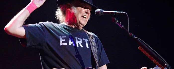 O Neil Young εναντίον όλων, ακόμα και της μουσικής του